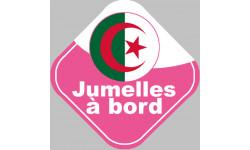 bébé à bord jumelles d'origine Algérienne