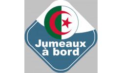 bébé à bord jumeaux d'origine Algérienne