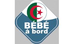 bébé à bord gars d'origine Algérienne